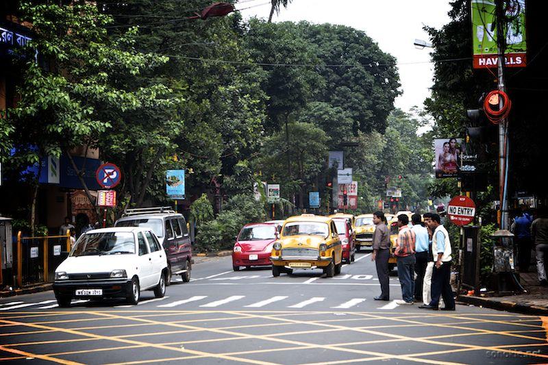 crossing the street in kolkata
